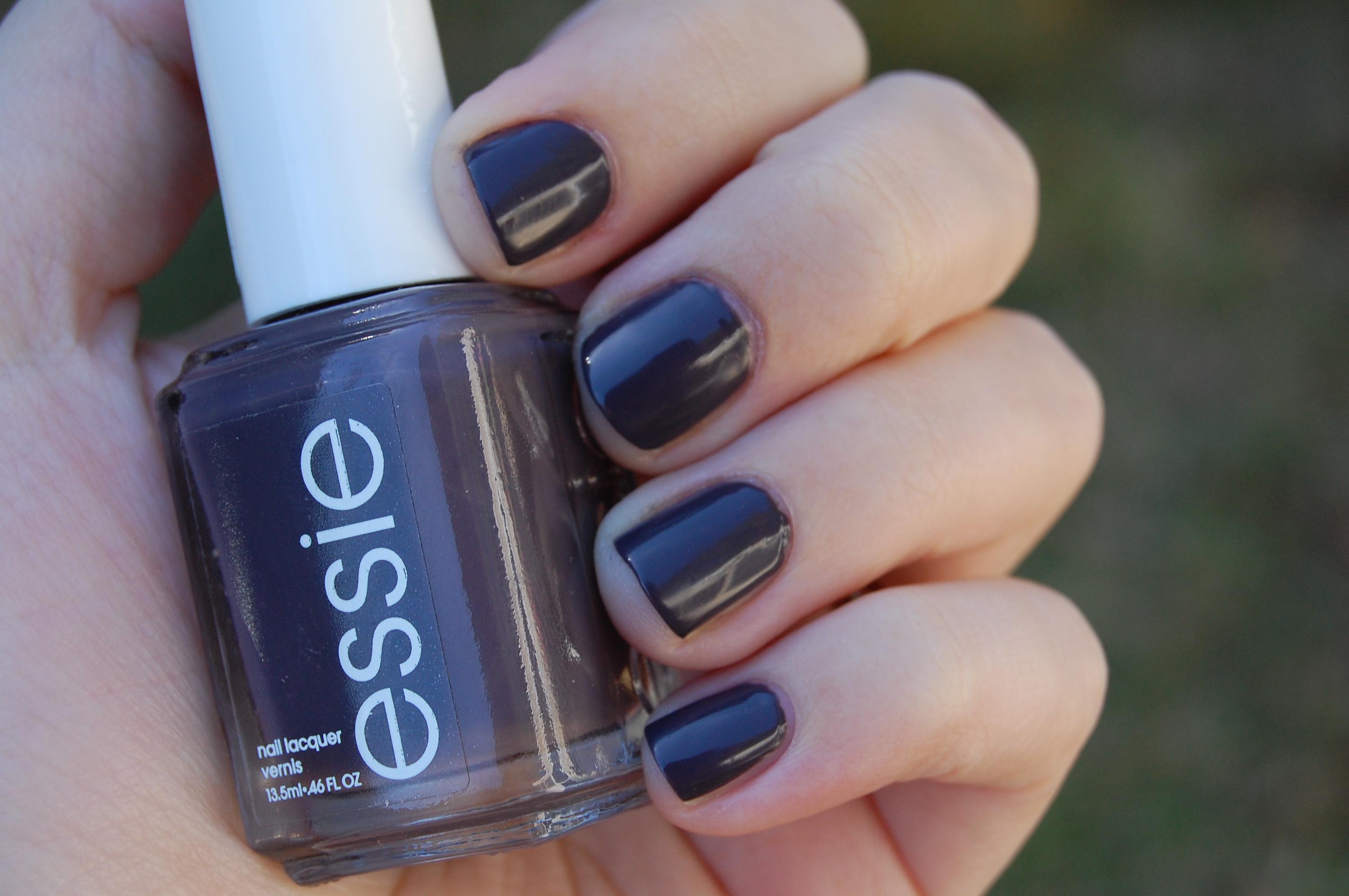 Essie – Smokin\' Hot | Pretty Perfect