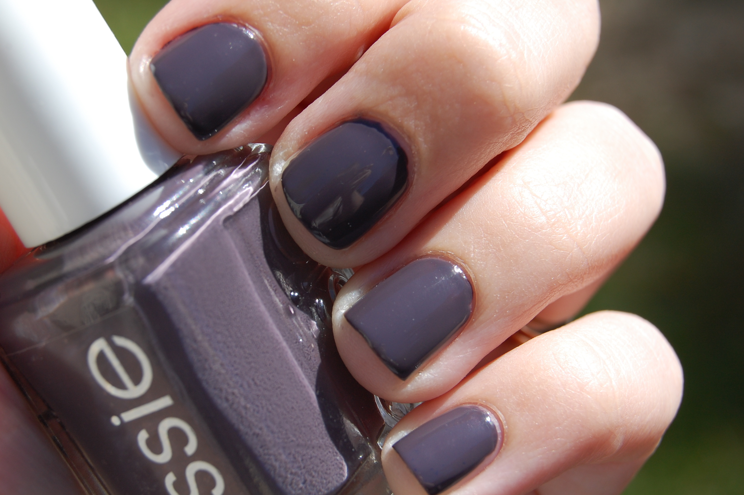 Essie – Smokin\' Hot | Pretty Perfect